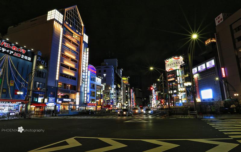 收起三脚架之前来两张东京街头夜景,那无尽的诱惑,狂欢,放纵,空虚
