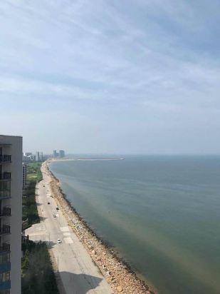 通过携程电话订了龙口东海月亮湾海景酒店,订了海景房,酒店位于东海
