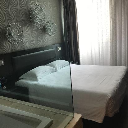 离天津港游船近.酒店服务礼貌.设施高端大气上档次.房屋设计美观.