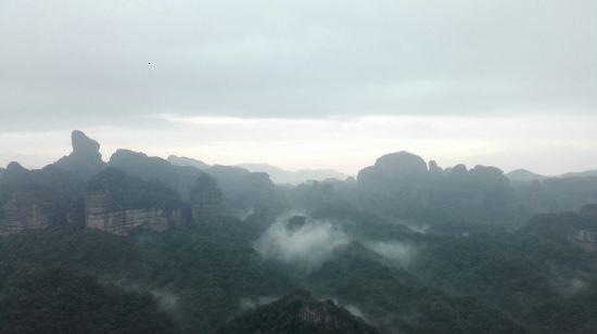 客栈距离丹霞山风景区大门大概15分钟路程,早上4点看日出,老板开摩托