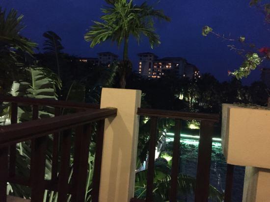 关于三亚亚龙湾五号度假别墅酒店