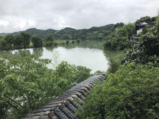 周边环境无法用言语表达,世外桃源的一个地方,更胜小东江!