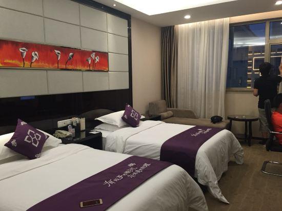 背景墙 房间 家居 酒店 设计 卧室 卧室装修 现代 装修 550_412