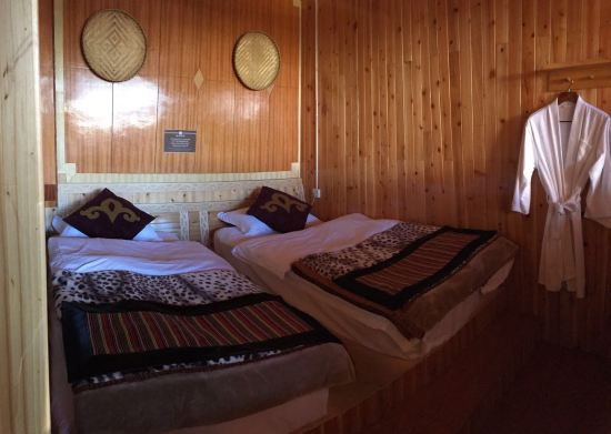 背景墙 床 房间 家居 家具 设计 卧室 卧室装修 现代 装修 550_391