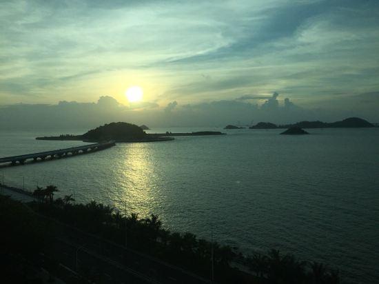 酒店的海景一流,视野开阔,坐在阳台,边喝茶边看海,好舒畅.