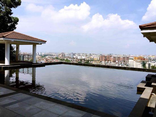 厦门艾美酒店坐落于风景秀美的仙岳公园半山