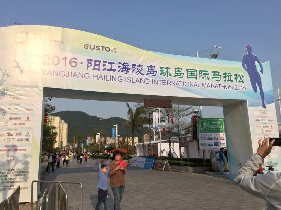 阳江海陵岛马拉松比赛前一天入住,酒店离沙滩很近,过条马路就到海滩