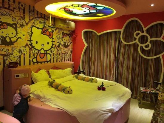 主题房间,一进房间孩子就玩疯了,超级可爱的房间,满满的哈喽凯蒂,酒店