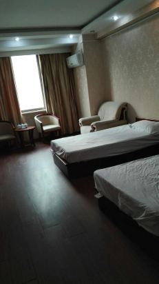 速8酒店(青岛福州北路店)