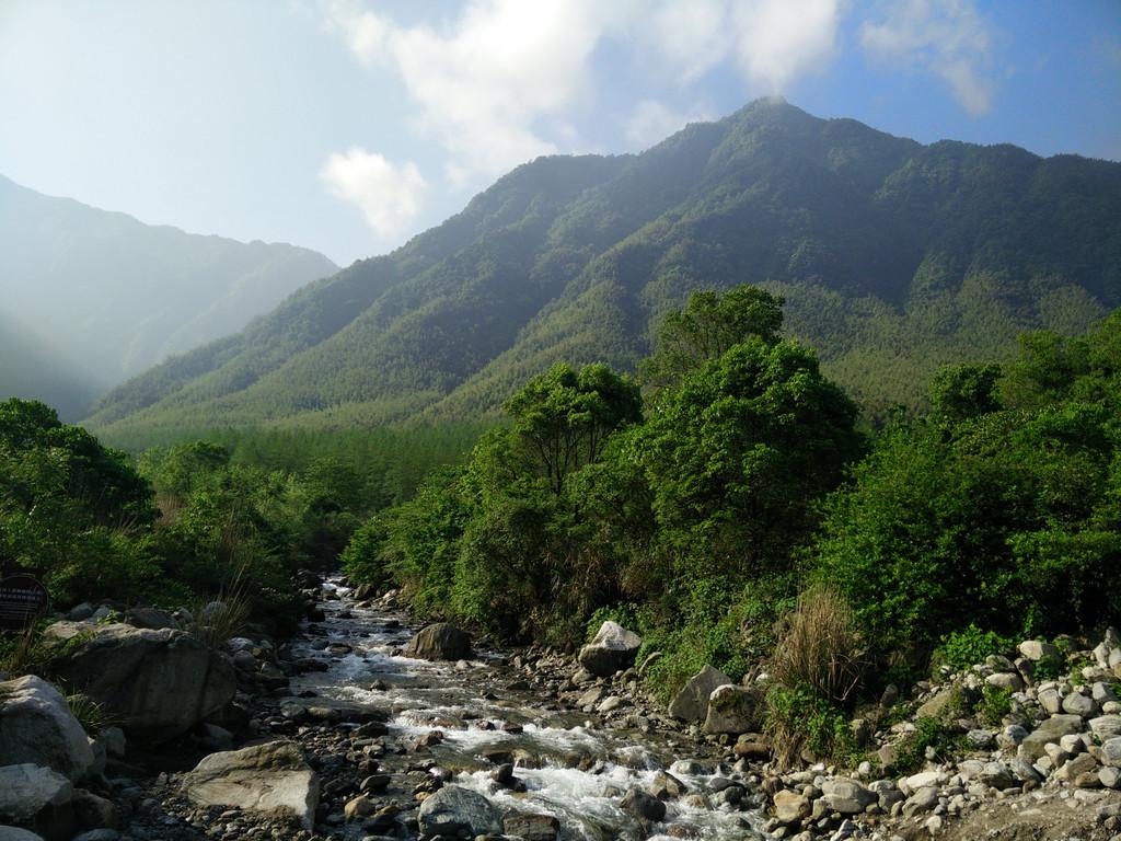 明月山风景区位于江西宜春袁州区,距宜春城区20公里,是国家级风景名胜