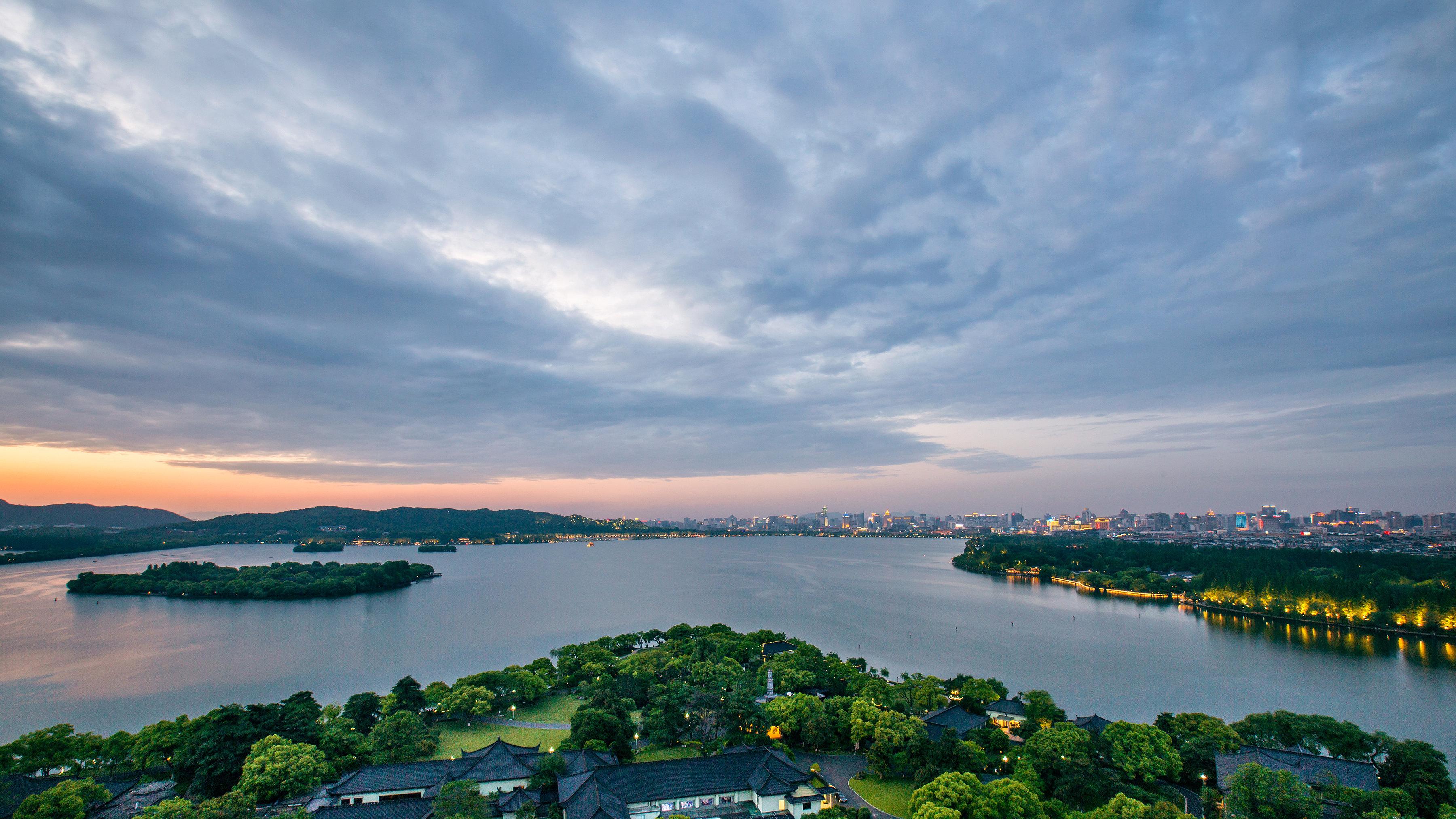 杭州西湖+雷峰塔+西溪国家湿地公园一日游【双5a景点
