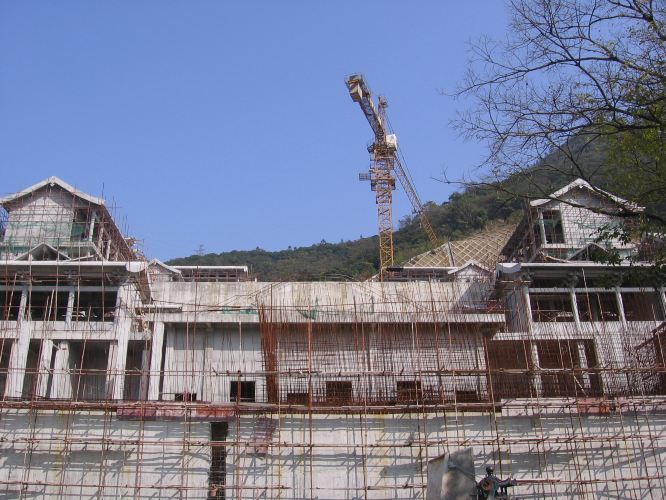 正在修建中的莲花山庄寺庙